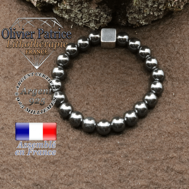 bracelet surmonte de son cube en argent 925 et en pierre naturelle hematite