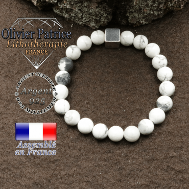 bracelet surmonte de son cube en argent 925 et en pierre naturelle howlite
