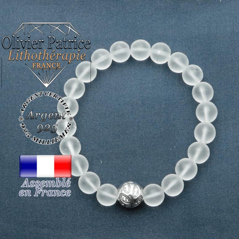 Bracelet surmonté de sa boule gravée de feuilles en argent 925 en pierre naturelle en cristal roche opaque