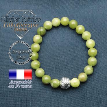 Bracelet surmonté de sa boule gravée de feuilles en argent 925 en pierre naturelle en jade nephrite