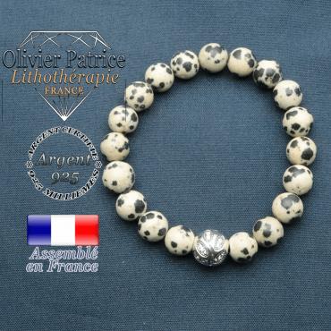 Bracelet surmonté de sa boule gravée de feuilles en argent 925 en pierre naturelle en jaspe dalmatien