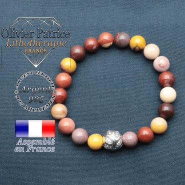 Bracelet surmonté de sa boule gravée de feuilles en argent 925 en pierre naturelle en jaspe mokaite