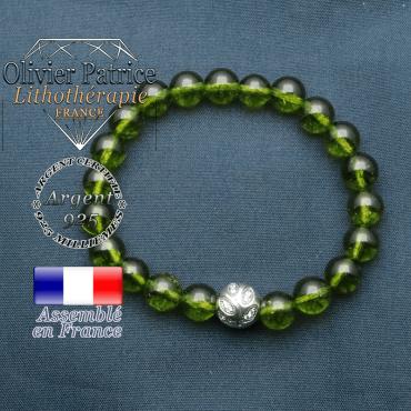 Bracelet surmonté de sa boule gravée de feuilles en argent 925 en pierre naturelle en peridot