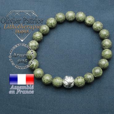 Bracelet surmonté de sa boule gravée de feuilles en argent 925 en pierre naturelle en serpentine