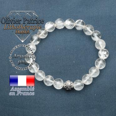 bracelet en pierre naturelle en cristal de roche et sa boule de finition om mani en argent plaqué