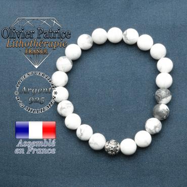 bracelet en pierre naturelle en howlite et sa boule de finition om mani en argent plaqué
