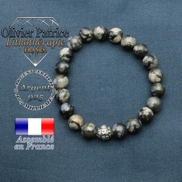 bracelet en pierre naturelle en opale grise et sa boule de finition om mani en argent plaqué