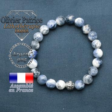 bracelet en pierre naturelle en sodalite et sa boule de finition om mani en argent plaqué