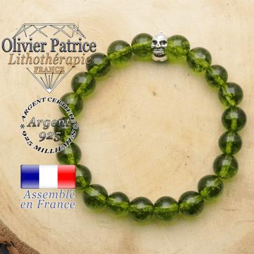 bracelet tete de mort avec sa pierre naturelle en peridot