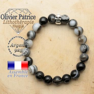 bracelet tete de mort avec sa pierre naturelle en sardonyx