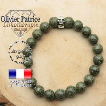 bracelet tete de mort avec sa pierre naturelle en serpentine
