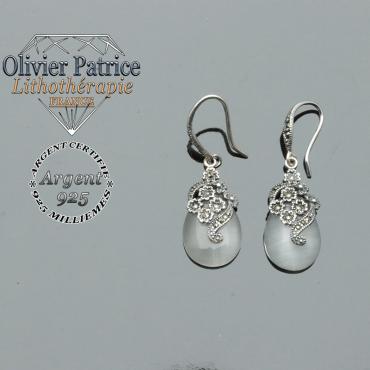 Boucles d'oreilles en argent 925 avec des fleurs surmontant une goutte d'eau en opale naturelle
