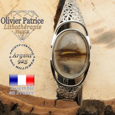 Bracelet jonc monté avec une pierre naturelle quartz volcan cerise en forme de toile tissee araignée en argent et ouvert