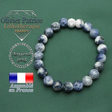 Sodalité naturelle ronde 8 mm monté en bracelet femme pour agir contre les angoisses avec anneaux strass argent 925