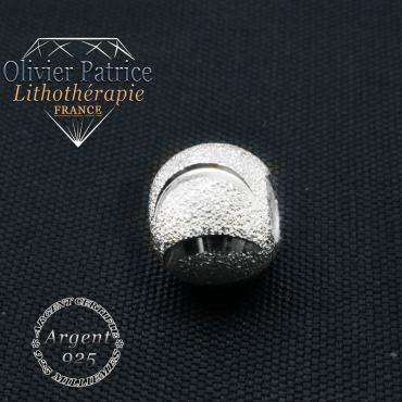 Sourire en argent et opale grise rondes de 8 mm sur un bracelet femme