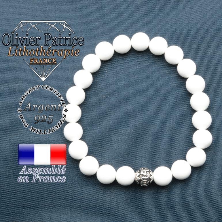 Bracelet jade blanc et symbole om mani en argent plaqué