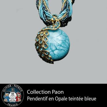 Pendentif paon opale bleue ciel en alliage
