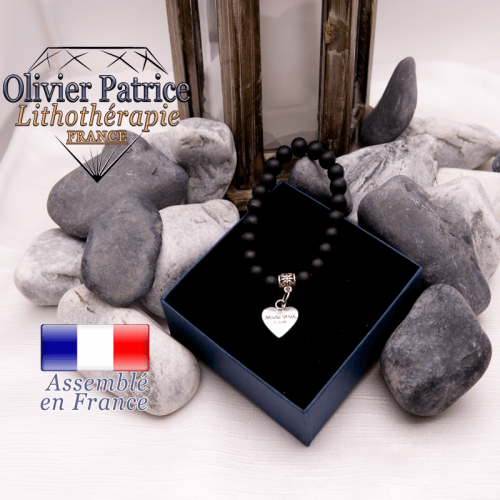 Bracelet onyx mat et son charms coeur en alliage