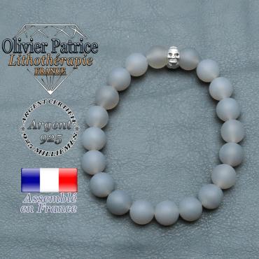 bracelet homme en pierre naturelle agate grise opaque de 10mm et sa tete de mort en argent 925 de 10mm