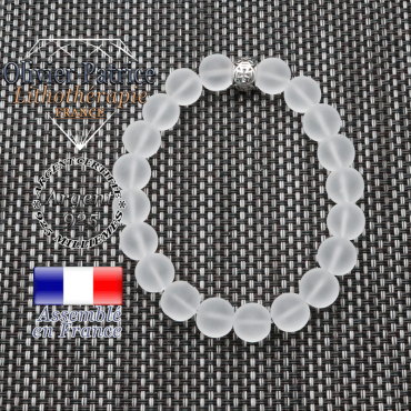 bracelet homme en pierre naturelle en cristal de roche opaque de 10mm et sa tete de mort en argent 925 de 10mm