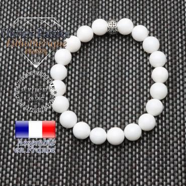 bracelet homme en pierre naturelle en nacre blanc  de 10mm et sa tete de mort en argent 925 de 10mm