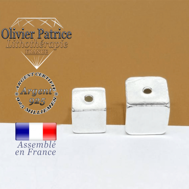 A gauche le cube en 8 mm et argent 925